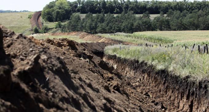 Награнице сРФ оборудовано сотни километров рвов