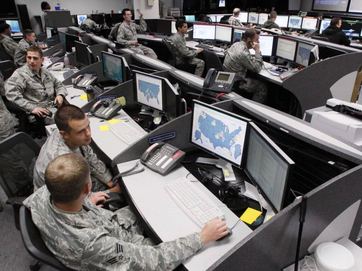 Как натовцы в кибервойнушку играли