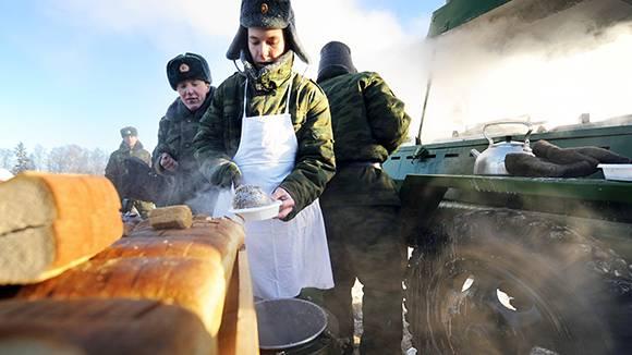 Подразделения российских десантников оснастят сверхкомпактными полевыми кухнями
