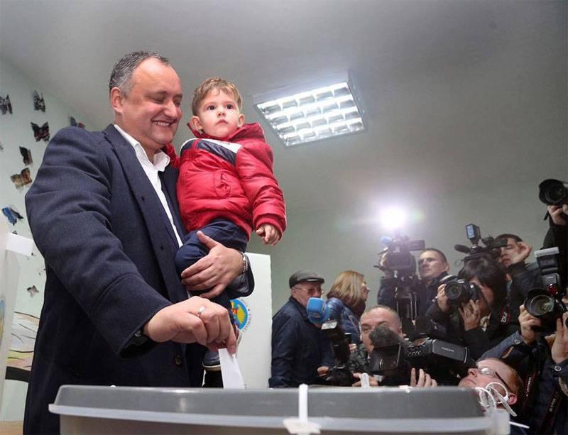 社会党领袖伊戈尔·多顿在摩尔多瓦举行的第2轮总统选举中获胜