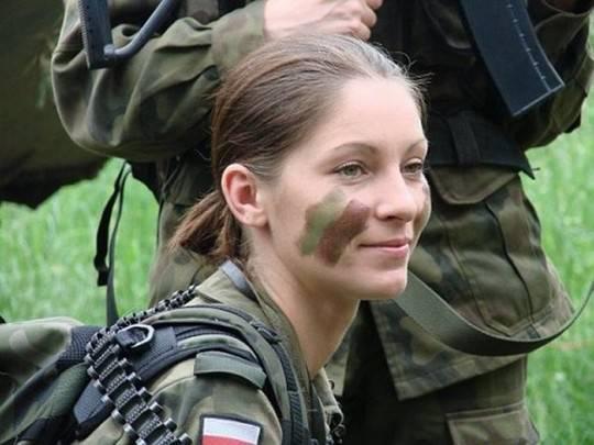 Минобороны Польши учит женщин «душить русского агрессора»