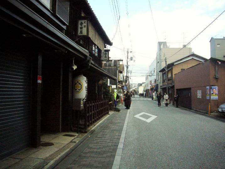 1479360577_3.-eto-ulica-v-fushimi.-sprav
