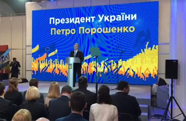 """Порошенко """"объяснил"""", почему не ввёл военное положение в стране"""
