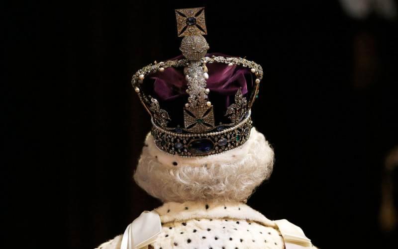 Мама монархия: культ личности побеждает демократию