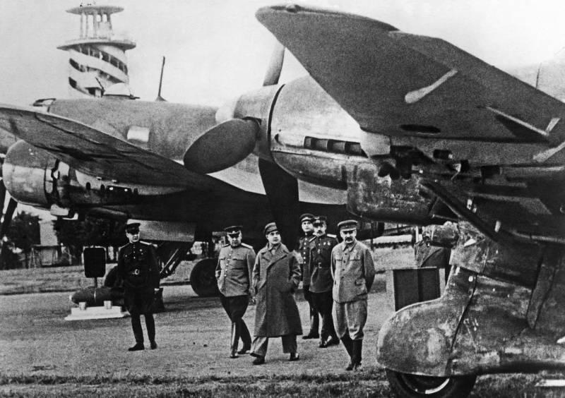 Скачать звуки бомбардировки немецких самолетов