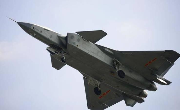 СМИ: допущены критические просчёты при разработке новейшего китайского истребителя J-20
