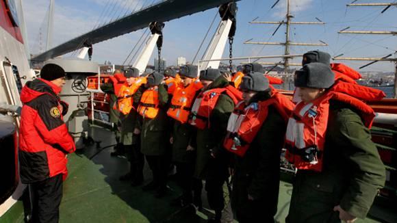 ВМФ получит новые спасательные жилеты