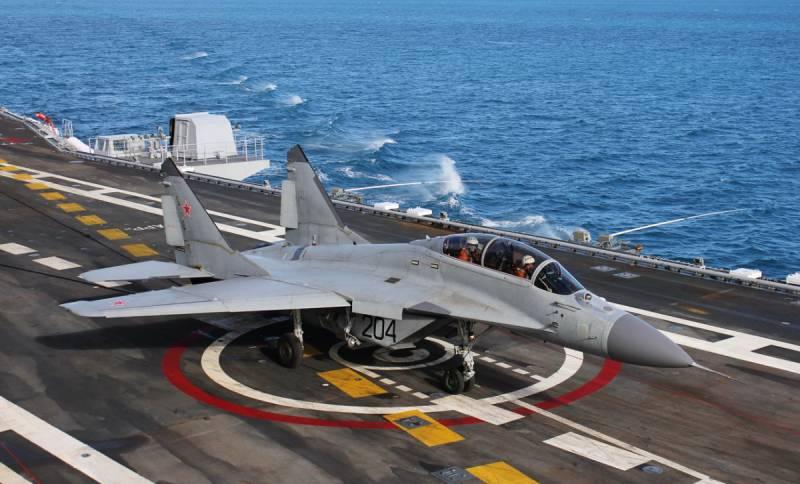 Тренировки истребителей на авианесущем крейсере «Адмирал Кузнецов» (видео)