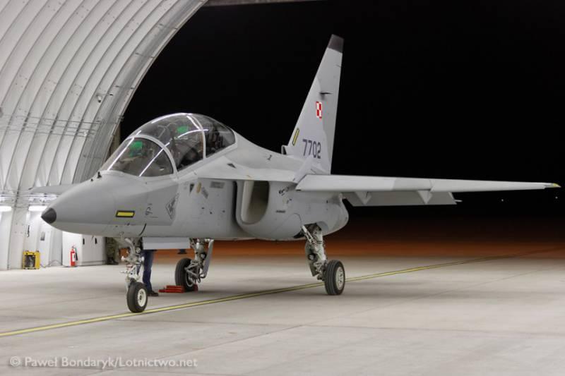 В Польшу прибыли первые два учебных самолёта Leonardo M346 «Bielik»