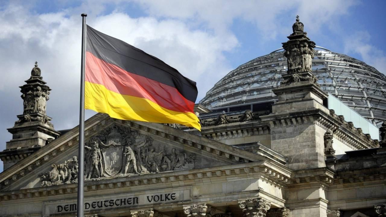 Фрау Меркель: политические амбиции или следование традициям?