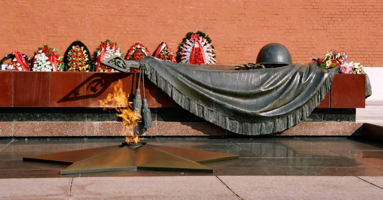 Горожане почтили память Неизвестного бойца наБратской могиле вВолгограде