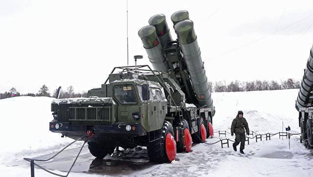 Специалисты ВКС приступили к приемке второго полкового комплекта С-400 за месяц