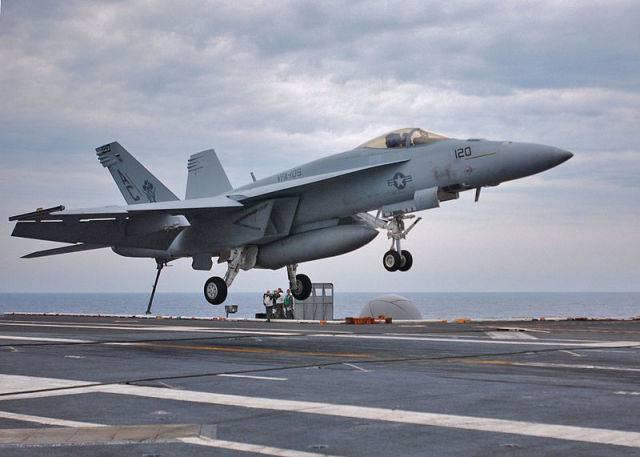 Пентагон заказал для ВМС США дополнительную партию истребителей F/A-18E/F Super Hornet