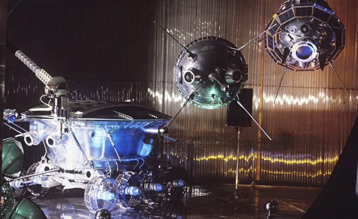 Луноход-1 — первый успешный лунный планетоход