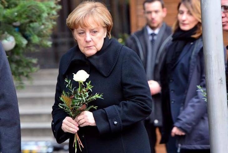 Германские СМИ: после теракта в Берлине оппозиция загоняет Меркель в угол