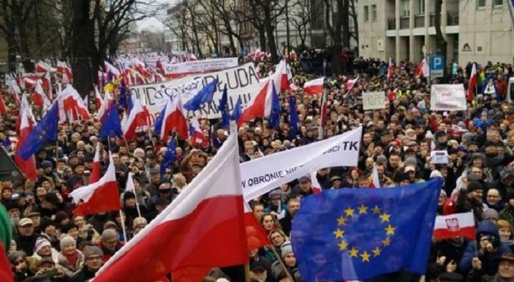За протестами в Польше видится интерес внешних политических сил