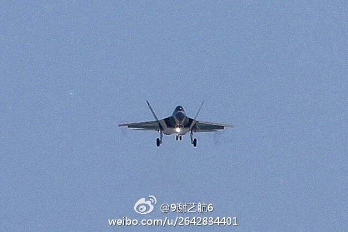 В Китае впервые поднялся в воздух второй прототип истребителя FC-31