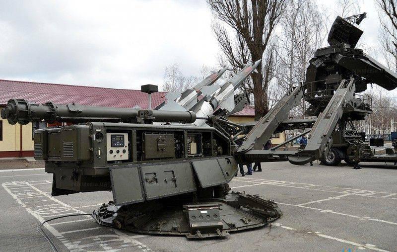 """Киев разрешил военным сбивать """"случайные"""" самолеты"""