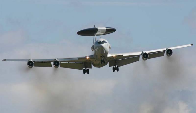 Запад решил задействовать больше самолётов-разведчиков у границ РФ