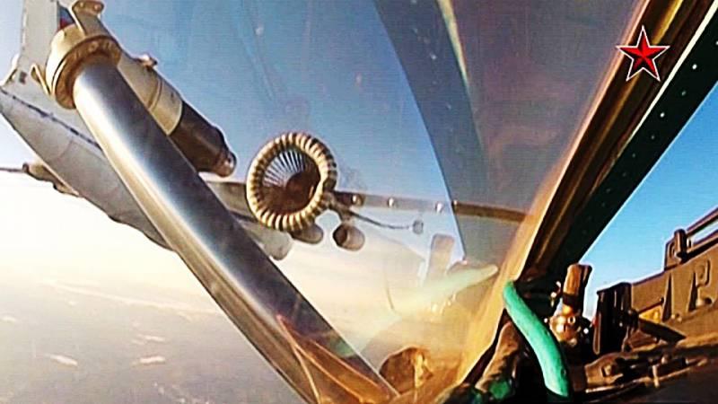 Экипажи боевых самолетов ЦВО провели маневры с дозаправкой в воздухе