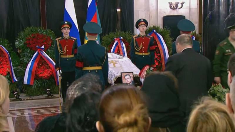 В Москве прощаются с послом Андреем Карловым