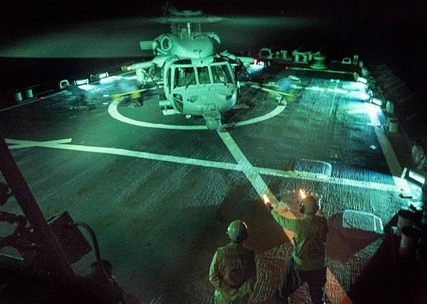 US Navy Zerstörer eröffnete das Feuer in der Straße von Hormuz