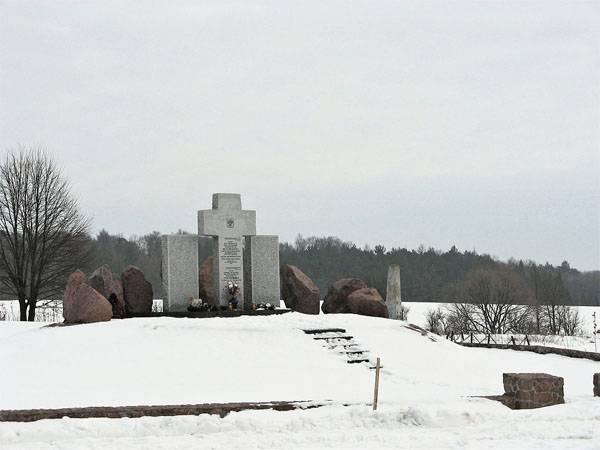 На западе Украины неонацисты взорвали памятник казнённым полякам
