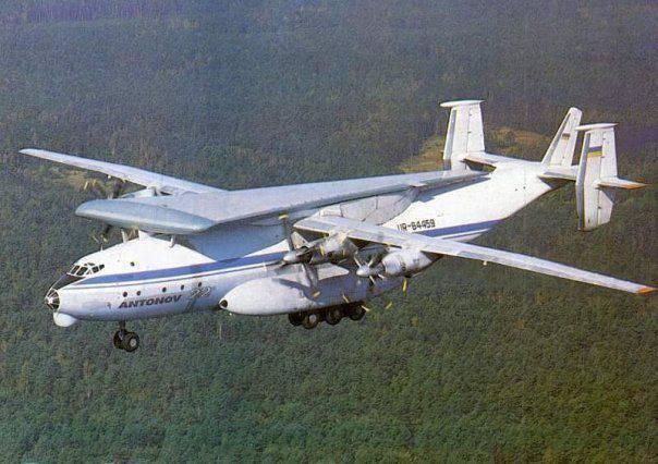 Украинский Ан-22А совершил посадку на грунт