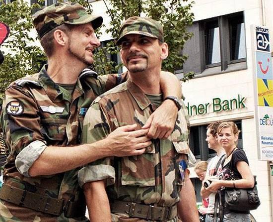 """В немецкой армии проведут курсы по """"сексуальной ориентации"""""""