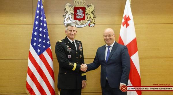 Уходящие американские чиновники пообещали Грузии военную помощь
