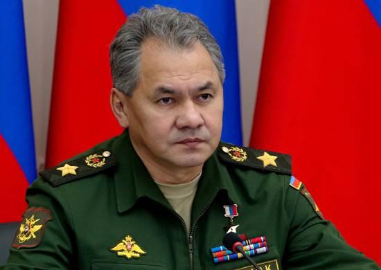Сергей Шойгу приехал вЕкатеринбург иприказал провести солдатам интернет