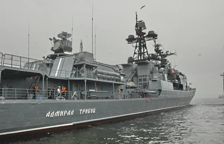 Российские и японские корабли отрабатывают маневрирование в Японском море