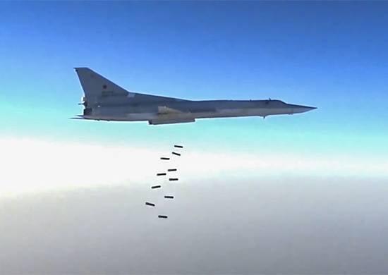 Новые удары Ту-22М3 ВКС РФ по игиловцам в районе Дейр-эз-Зора