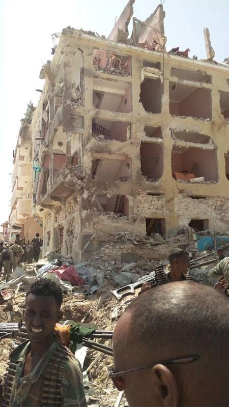 Террористическая атака на отель в Могадишо