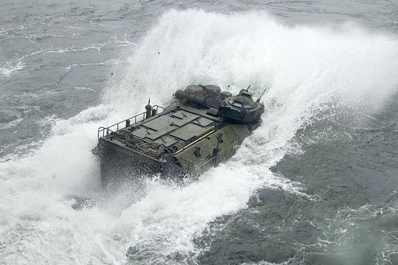 Плавающий бронетранспортер AAV7: права на наследство