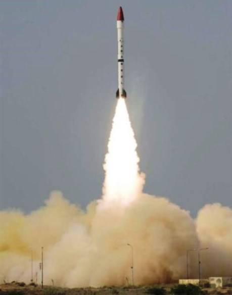 Пакистан провёл первое испытание баллистической ракеты «Ласточка»