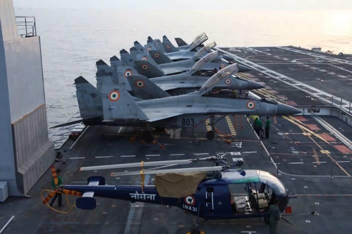 ВМС Индии объявят тендер на закупку палубных истребителей