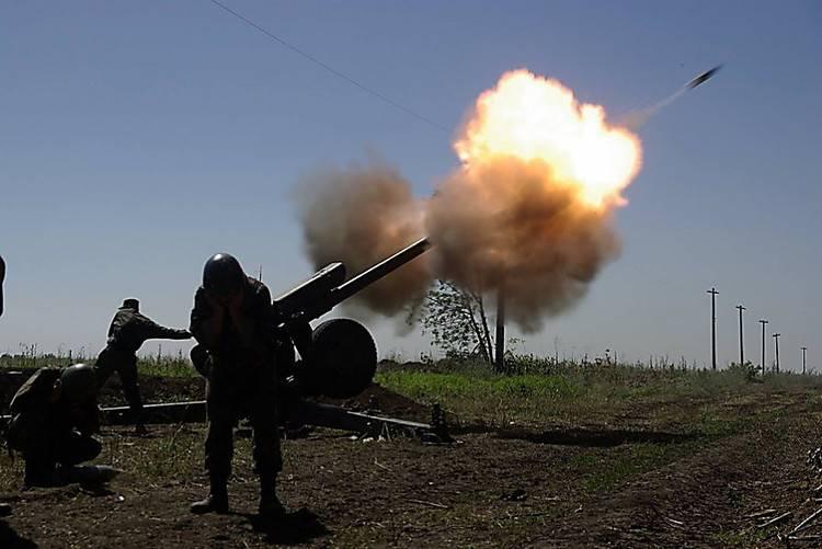 Атака ВСУ: Артиллерия лупит по ДНР. Киев подгоняет танки
