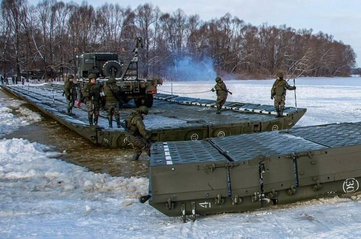 Переправа тяжёлой военной техники через Оку (видео)