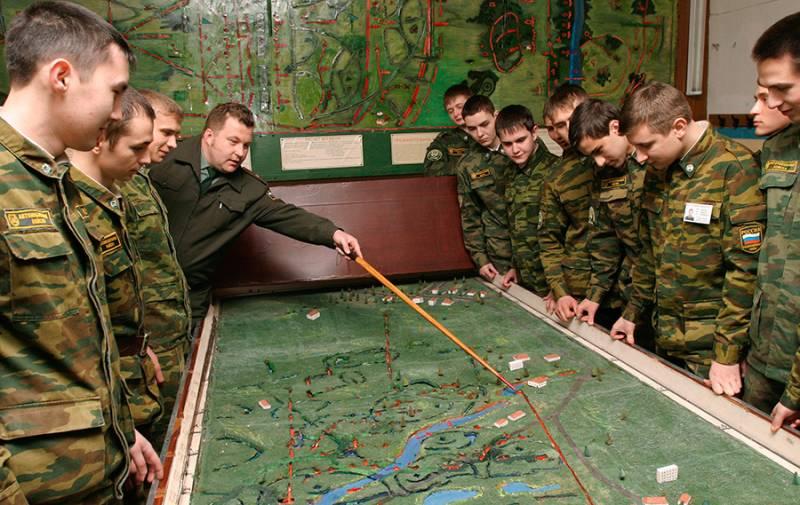 Принят законопроект о подготовке студентов в военных центрах