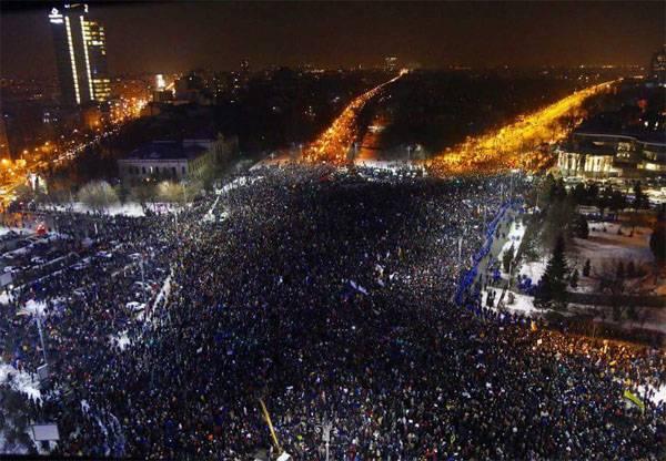 Протестная акция в Бухаресте собрала уже около 300 тыс. человек