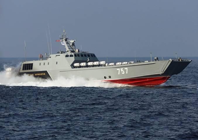 Российские десантные катера провели учение с боевой стрельбой в Балтийском море