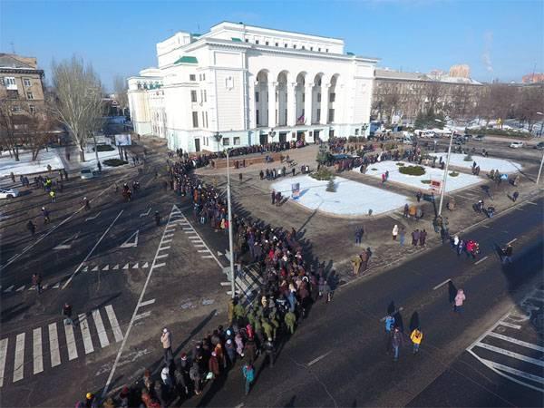 Церемония прощания с комбатом Гиви в Донецке