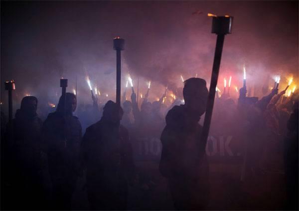 Американские СМИ предостерегают Киев от заигрывания с радикалами
