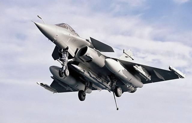 In Francia, testò un razzo supersonico in grado di trasportare una testata nucleare