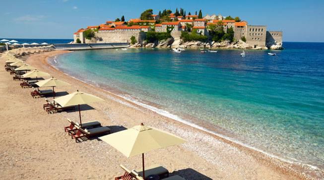 Премьер-министр Черногории требует от России прекратить дестабилизацию страны