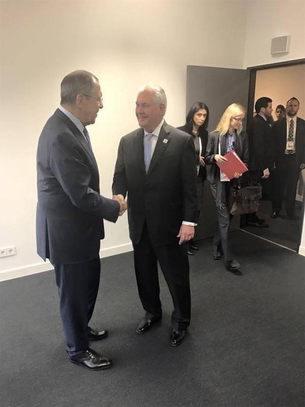 Сергей Лавров проводит первую встречу с госсекретарём США Рексом Тиллерсоном