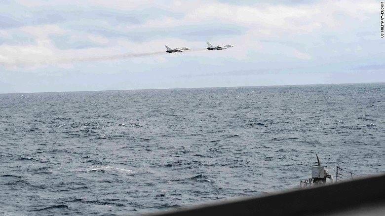CNN опубликовал снимки российских самолетов над эсминцем «Портер»