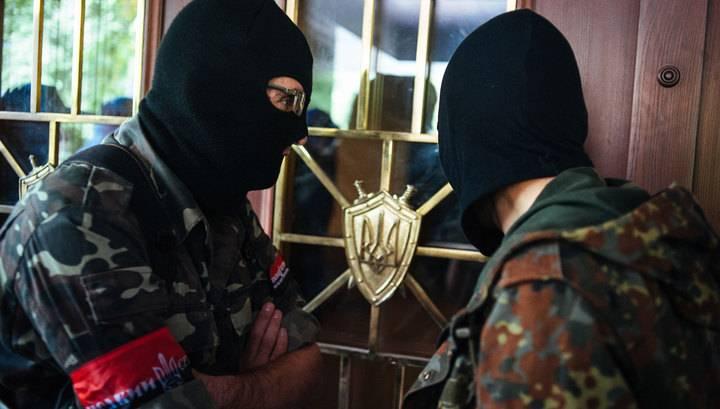 """""""Settore giusto"""" Poroshenko minaccia """"ATO"""" sotto le sue finestre"""