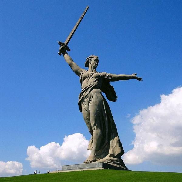 Il comitato organizzatore per la preparazione della celebrazione dell'anniversario 75 della vittoria nella battaglia di Stalingrado era diretto da D. Rogozin